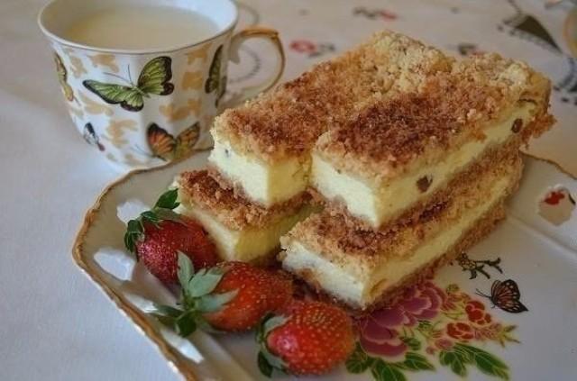 Рецепт вкусного песочного пирога с творогом. Мягкий внутри с хрустящей корочкой