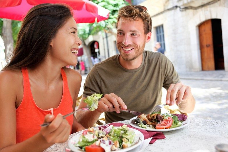 restaurant-tourists-couple-eating-at-outdoor-cafe
