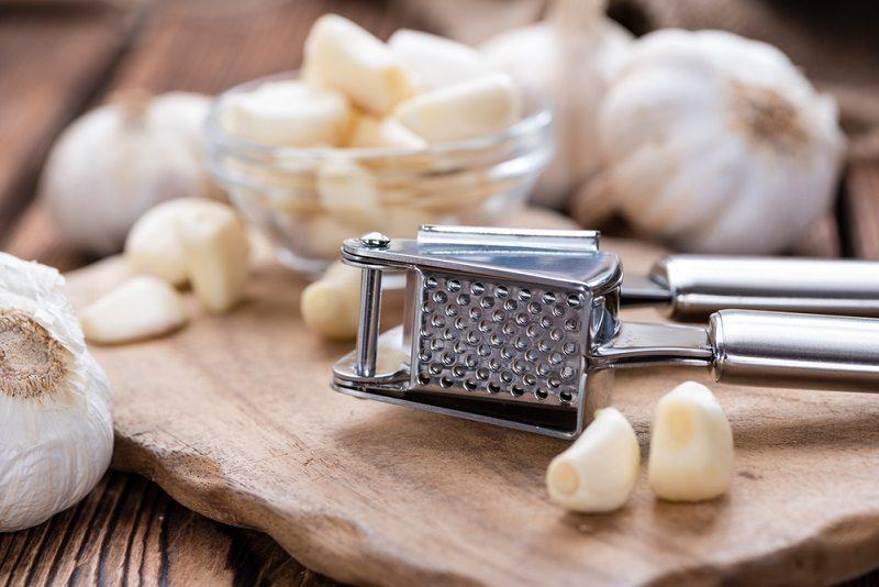 garlic-press-with-fresh-garlic-2